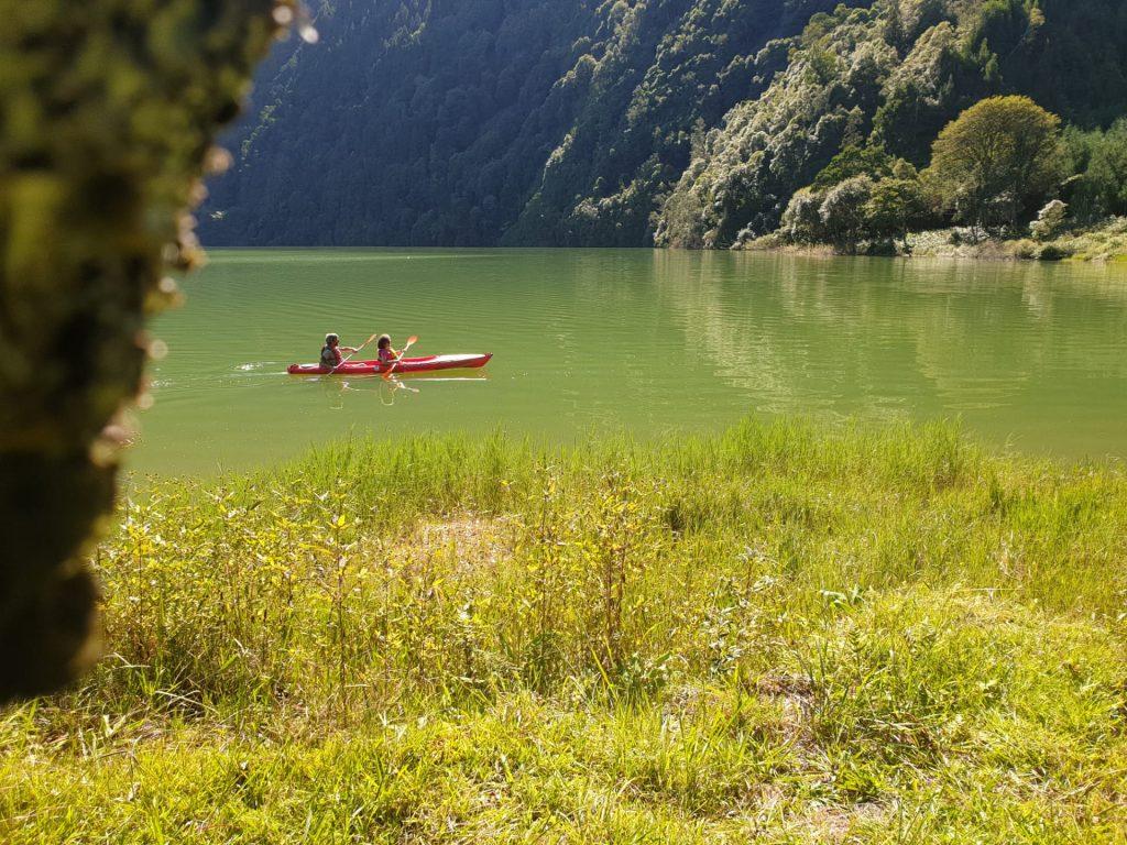 Andar de canoa nas Sete Cidades
